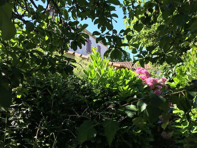 Villa à 10 minutes des plages dans jardin paysager - La Jonchère - Casa