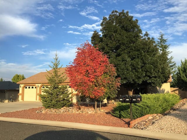 Lovely 3 bdrm, 2 bath home!  Summer rental 2-3 mo - Prescott Valley - Rumah