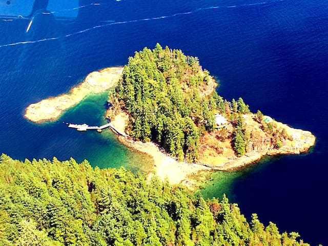 Out There - Private Island, Off-grid Retreat - Sunshine Coast A