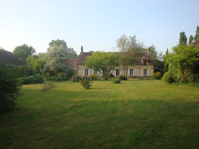 Get away to Burgundy! Bed and Breakfast (Twin bed) - Prunoy - Pousada