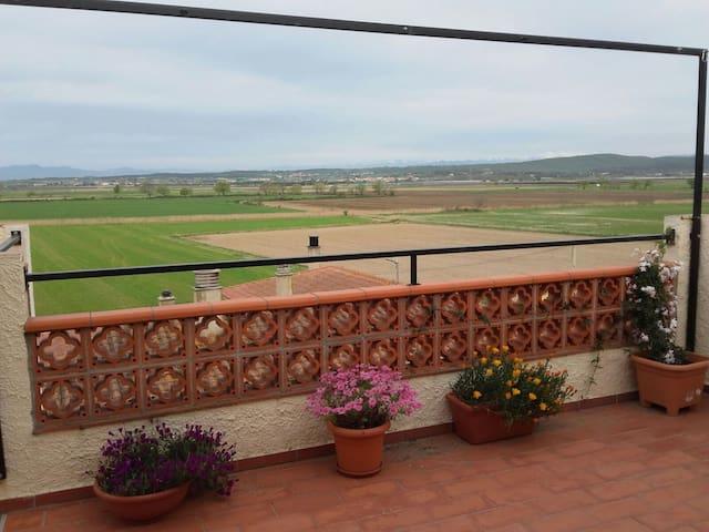 L ESCALA pueblito rural, duplex , terraza ,vistas. - Bellcaire d'Empordà - Appartement