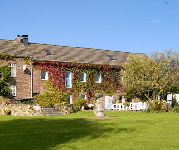 Spacious apartment in charming old farmhouse - Plombières