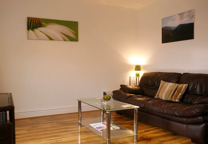 Mountain-view Town Centre Apartment - Prestatyn - Appartement