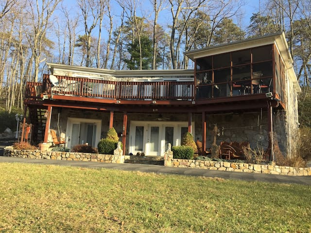 Getaway Retreat Vacation Home - Berkeley Springs - Huis