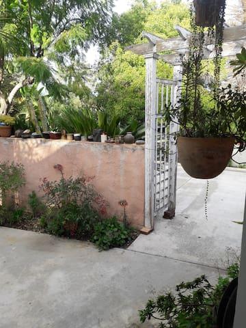 Exclusive guest quarters, best Fairplex access. - Pomona - Rumah Tamu