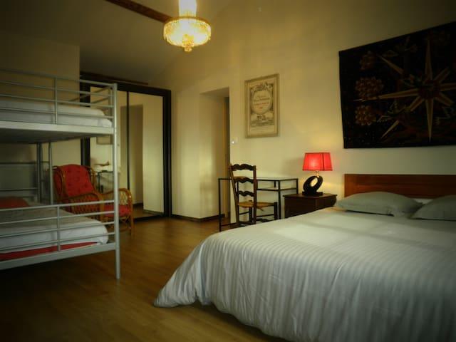 Domaine des Tilleuls - Marcillac - 家庭式旅館