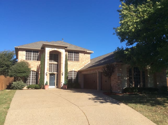 UPSCALE UPSTAIRS IN A GOLF COMMUNITY - Rowlett - Casa