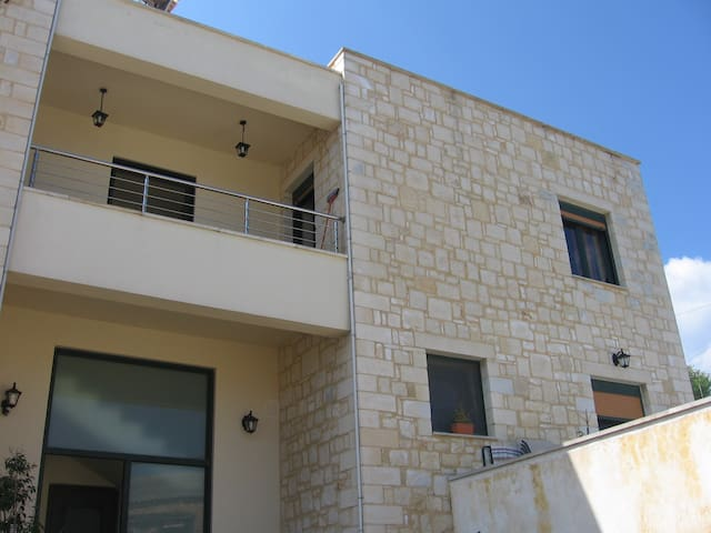 The apartment is built with stone. 48 square m. - Chania - Appartement