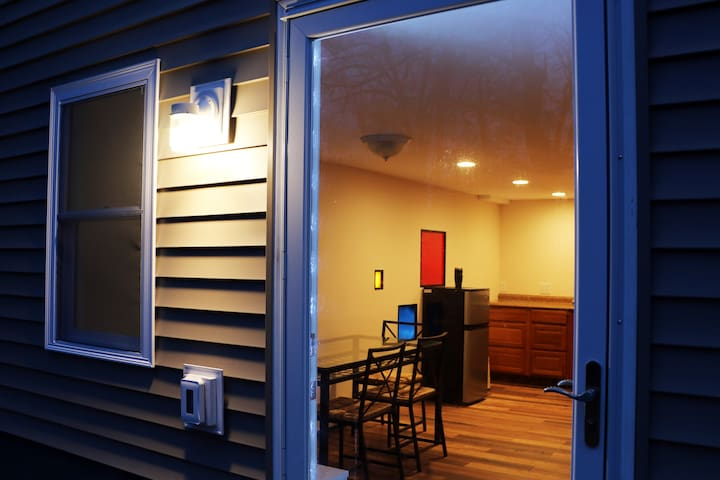 Mondrian Apartment in Stony Brook: Touch of Art - Stony Brook - Daire
