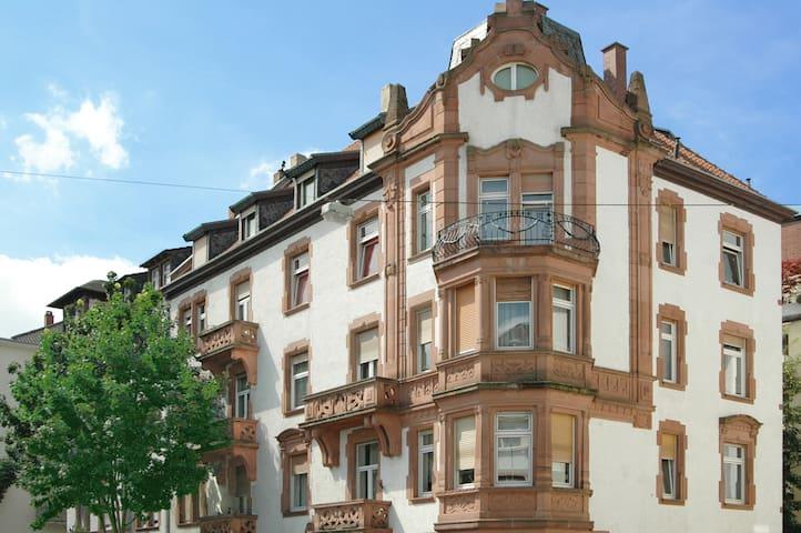 Attraktives Zimmer in bester Lage mit Rezeption - Mannheim - Bed & Breakfast