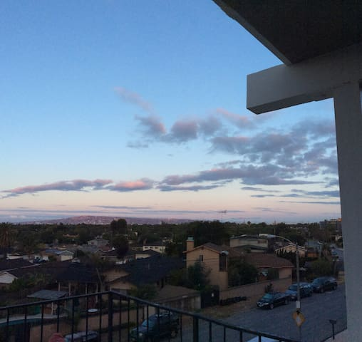Three bedroom upper duplex with a view - Long Beach - Appartement