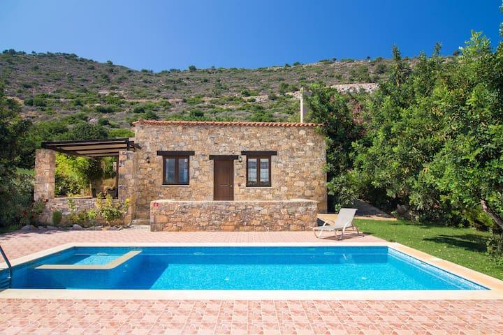 private Villa with magnificent view &Hotel service - Melidoni