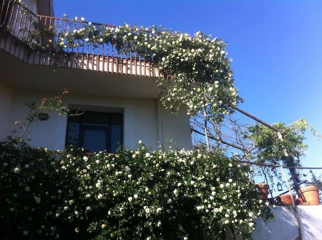 Camera con vista - Domicella - Apartemen