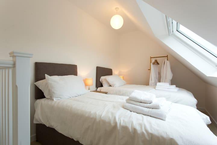 Cunninghame House - Culross - Daire