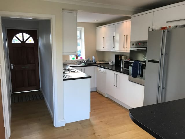 Double bedroom in a private house - Culcheth - Huis