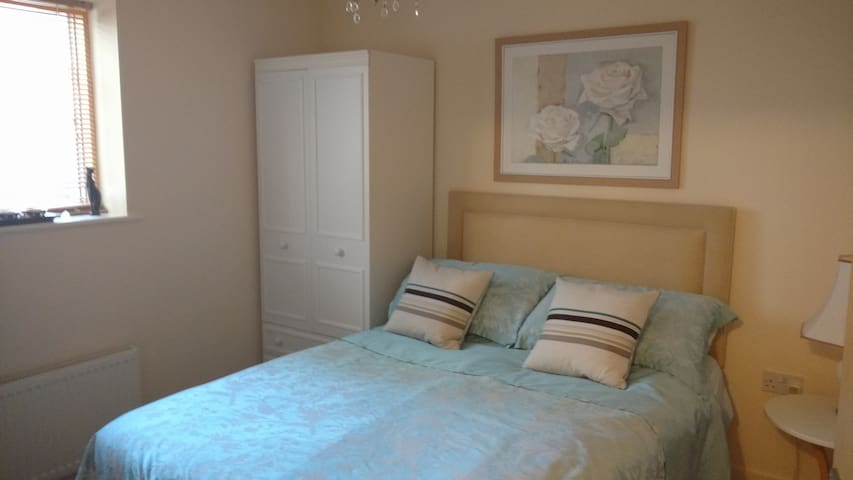 Cozy double room in Bath with kitchen and parking - Bath - Apartemen