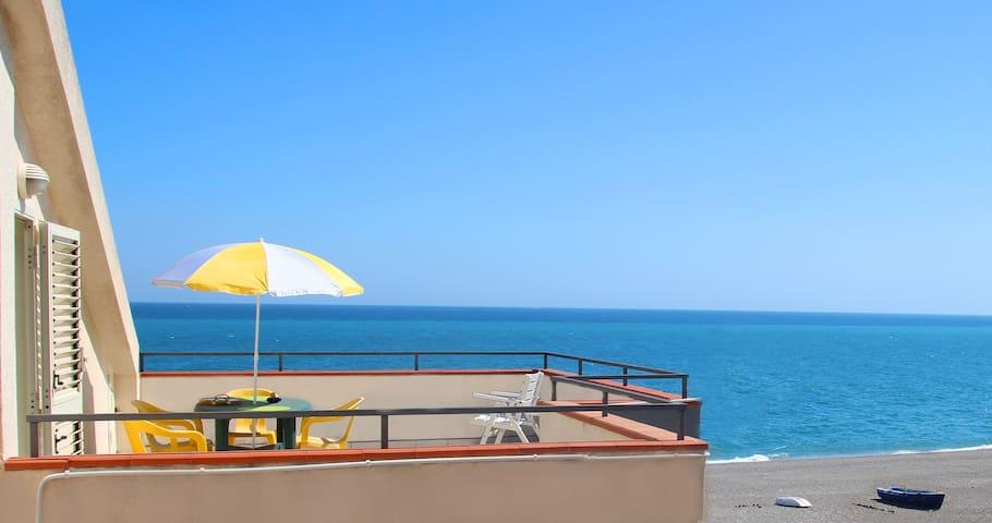 Appartamento UNICO con terrazza sul mare - NUOVO - Mascali - Leilighet