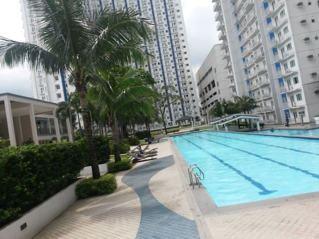 Fully-furnished 1BD with Parking - Quezon City - Wohnung