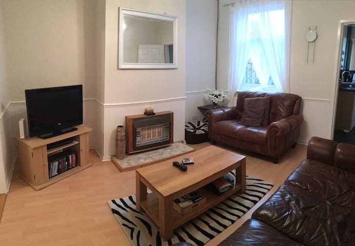 The Music Room - private and charming private room - Newcastle-under-Lyme
