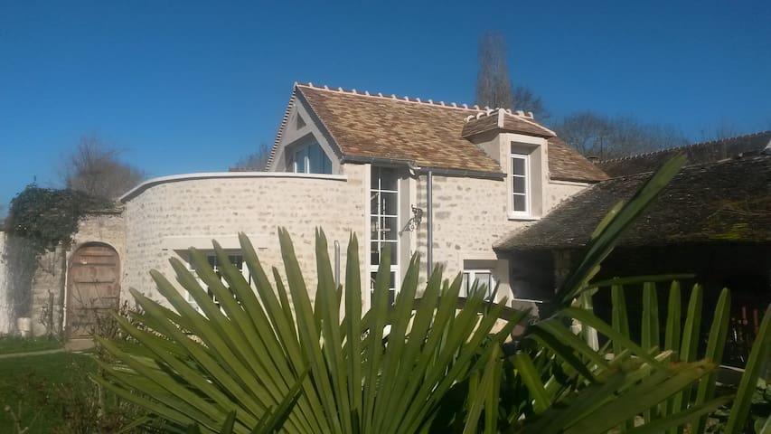 Maison typique au coeur du parc du Gatinais - Videlles - Huis