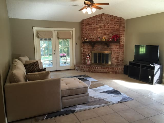 Super Bowl Rental!  3 bedroom, 2 baths. - League City