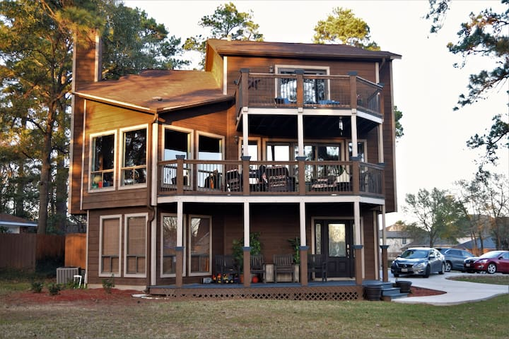 Three Story Lake House Retreat - Spacious & Comfy! - Willis - Hus
