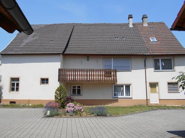 Haus mit Balkon - Steißlingen - Дом