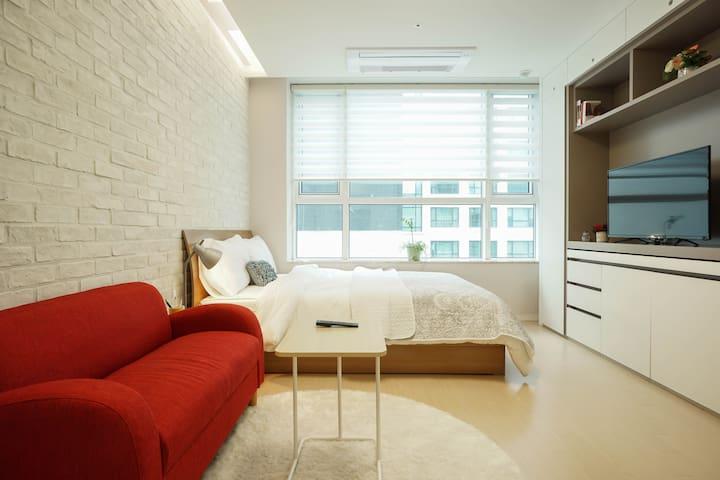 Brand New Studio, 5min Jeongja Stn - Bundang-gu, Seongnam-si