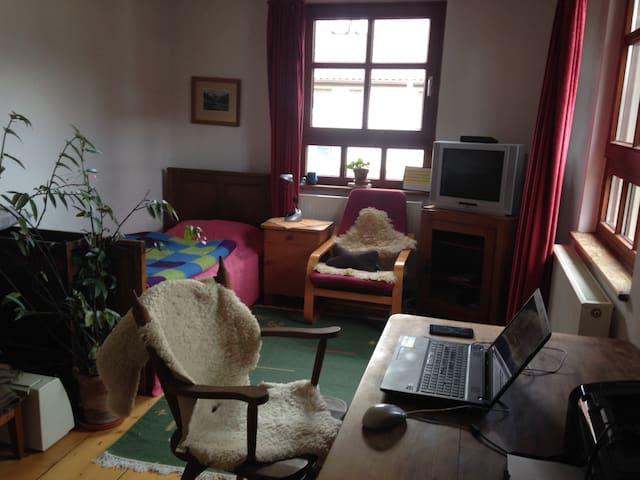 Schlafmöglichkeit in naturnahem Haus - Engstingen - Huis