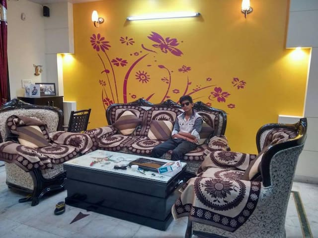 Short stay in beautiful Home  for memorial trip - Ghaziabad