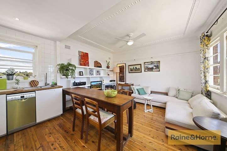 Quiet Rooftop Retreat - Summer Hill - Apartemen