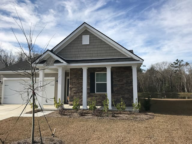 New Home and Private Pond! - Near Charleston! - Ladson - Casa