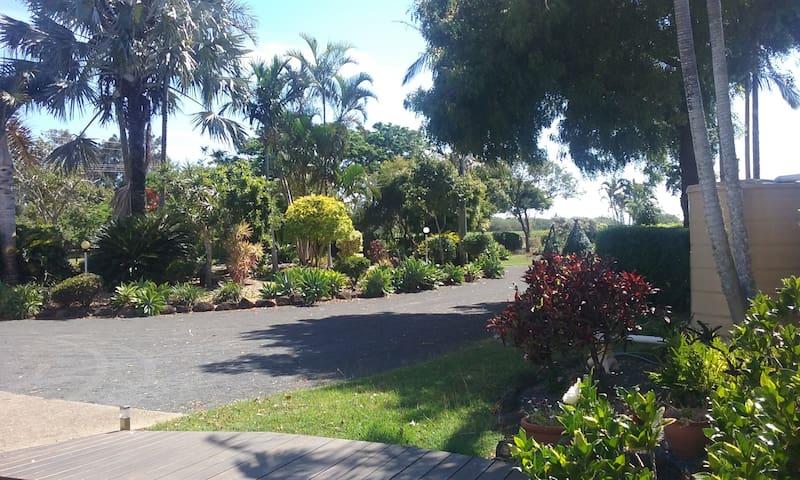 Cosy Hideaway near Mon Repos Beaches Parks & Cafes - Innes Park - Appartement