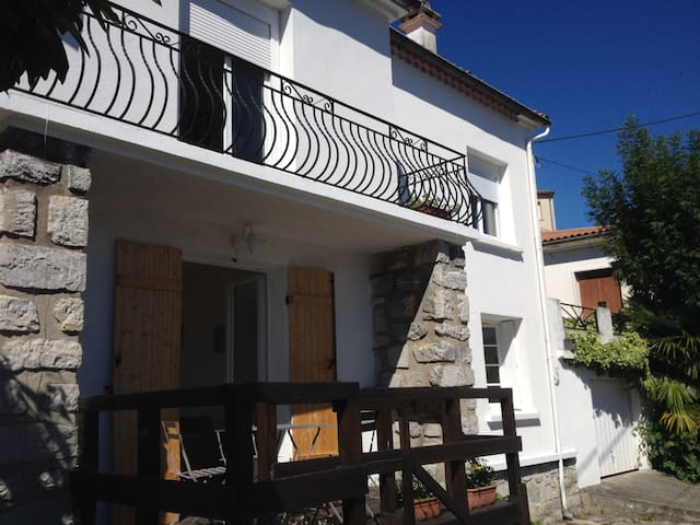 Self contained apartment with stunning views - Quillan - Apartamento