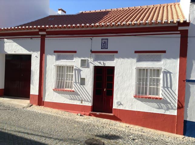 Casa com 3 quartos - no centro da vila - Galveias - Galveias