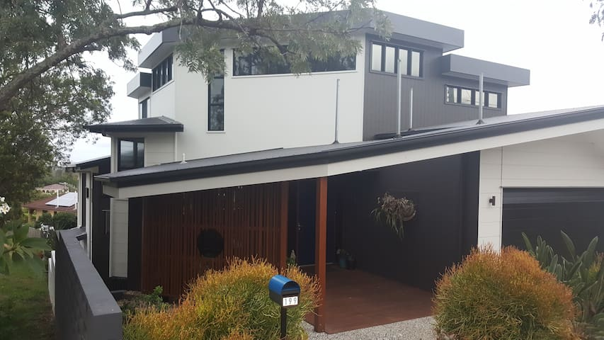Modern granny flat and pool in lovely Yeronga home - Yeronga - Huis