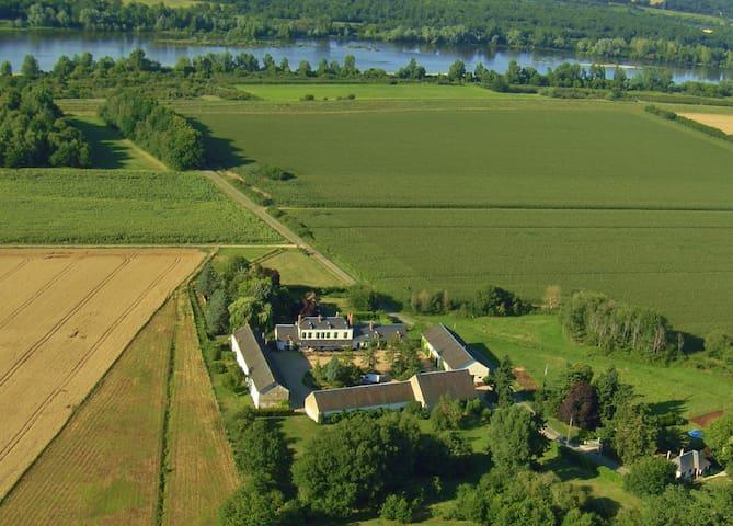 Dans une ancienne ferme du château de Sully/Loire - Sully-sur-Loire - Casa