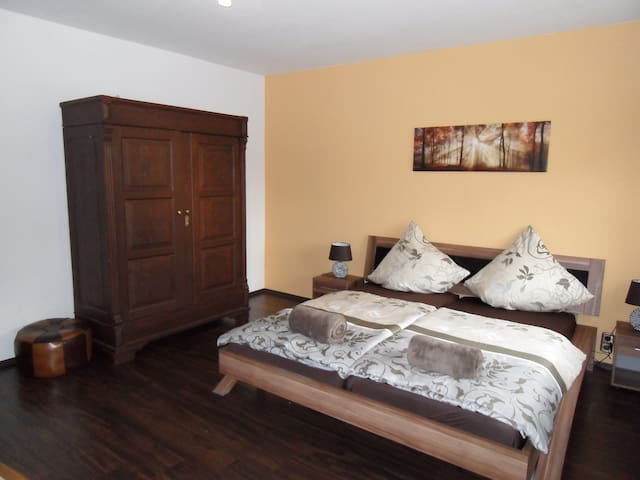 """Wohnung 2 """"Gästehaus Rebstöckl"""" mit Sonnenterrasse - Kleinkarlbach - Daire"""