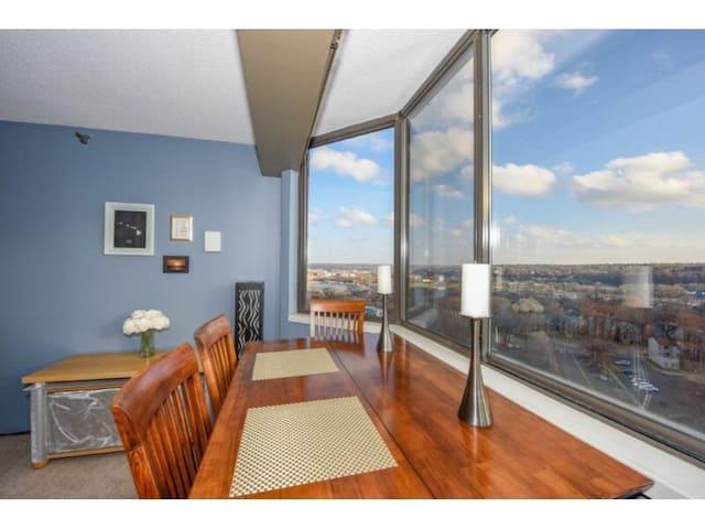 Incredible Downtown Condo with Amazing Views - Saint Paul - Apto. en complejo residencial