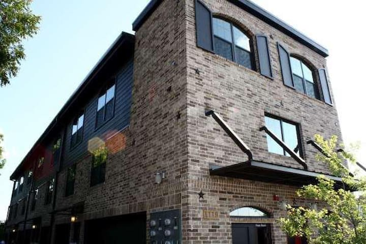 Loft Apartment By Fry Street & UNT - Denton - Apartment