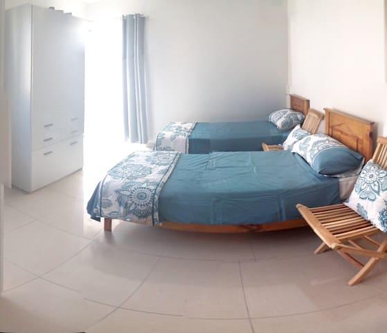 Lovely St Julians home with Terrace - San Ġiljan - Dom