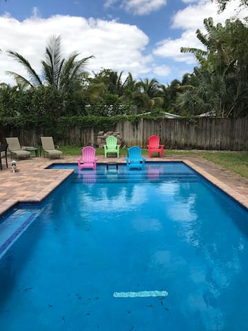 Sunny and Tropical Pool Home - Wilton Manors - Huis