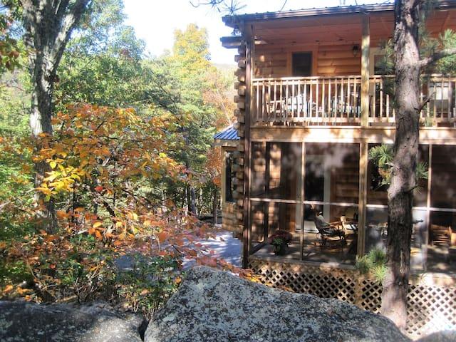 Wild, Wonderful Five-Bedrm Loghome - Berkeley Springs - Mökki