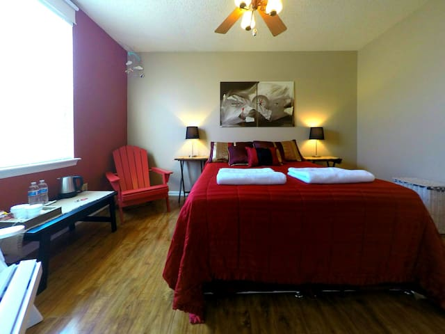 Bedroom with private bathroom - Newport News