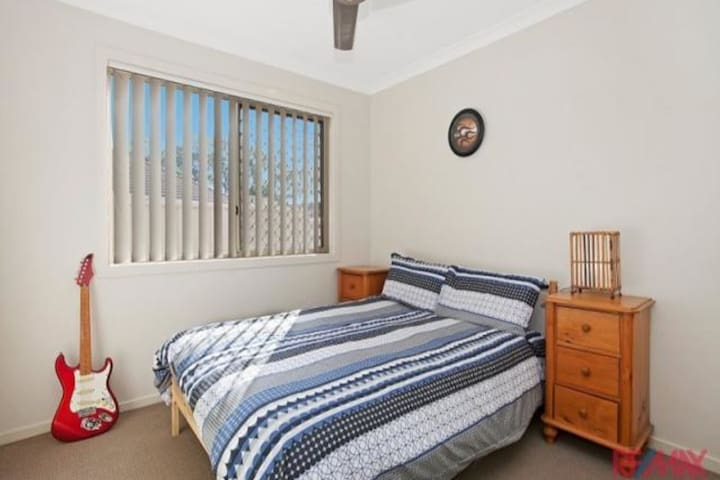 Restful home close to beaches - Deception Bay - Huis