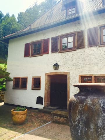 Room N°1 with charm in a design country house - Großrosseln - Hus