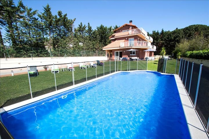 Villa Llavaneres for up to 20 guests, only 2km from the beach and Mediterranean Sea! - Barcelona Region - 別荘