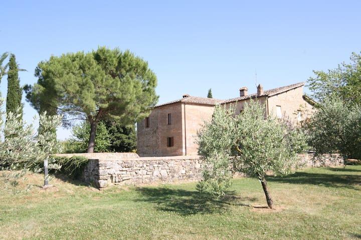 House with splendid views, 15 minutes from Siena - Monteriggioni - Departamento