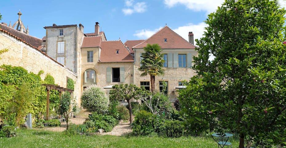 Les Troubadours chambres d'hôtes en Périgord Vert - Excideuil - Konukevi