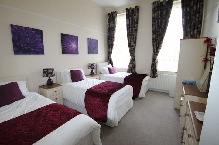 Triple | Self-Catering |  Luxury Period House - County Down - Bed & Breakfast